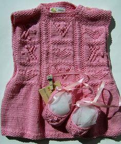 Vestidinho em tricô. Mais detalhes lá no blog: http://miauartes.blogspot.com.br/ #artesanato
