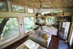 Roomy 400 sq. ft. Urban Cabin fits family with baby and dog (Video) : TreeHugger