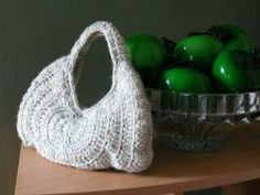 This free crochet pattern is perfect for spring and summer. A lightweight Chic on the Halfshell Purse can hold everything comfortably and is incredibly stylish. This trendy piece will get everyone talking.