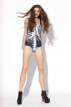 RIBS BLACK SWIMSUIT(左)と3D RIBS SWIMSUIT(右)