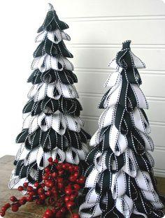 Se siete ancora in cerca di idee per il vostro albero di Natale, oggi vi propongo una serie di immagini tratte da Pinterest, con tanti patterns e decorazioni davvero originali!