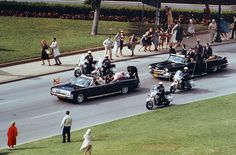 A scene from Oliver Stone's 1991 film, JFK, shot at Dealey Plaza on April 15, 1991. (David Woo/The Dallas Morning News)