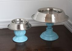 DIY Raised Dog Bowls for the Pampered Pet. We've all seen the The Dollar Store glass candlesticks. Elevated Dog Bowls, Raised Dog Bowls, Elevated Dog Bed, Food Dog, Cat Food, Dog Feeding Station, Dog Station, Tee Set, Dog Bowl Stand