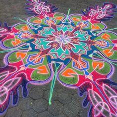 Rocking some color today    Follow me on Facebook http://www.facebook.com/joe.mangrum.art When sharing please include my links Ⓒ 1994-2014 Joe Mangrum http://www.joemangrum.com #sandart #sandpainting #NYC @Joe Mangrum #colorful #art #streetart #art #streetlife