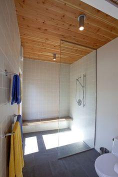 Small Doorless Shower Designs | ... : NYC Shoebox Studio Apartment ...
