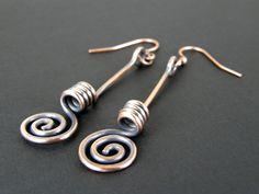 Martellato spirale in rame orecchini, orecchini in rame anticati, unico filo di rame orecchini