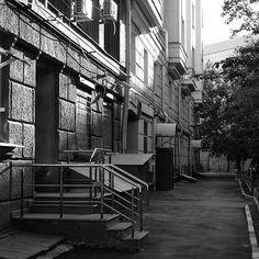 36 отметок «Нравится», 1 комментариев — Головин Михаил (@golovinfoto) в Instagram: «#москва  #moscow #гуляли #city #город #bw #чб #fujifilm #fujifilmru #xf35 #xt1 #sunlight #street…»