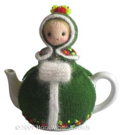 What a lovely tea cosy! What a beautiful Girl! Anna Karenina without hat tall cm Max teapot diameter cm The adorable Anna Karenina wears a cutest knitted green coat with lovely knitted angora edges and embroidered flowers, knitted green hood with Grannies Crochet, Knitting Patterns, Crochet Patterns, Scarf Patterns, Knitting Tutorials, Crochet Ideas, Teapot Cover, Knitted Tea Cosies, Anna Karenina