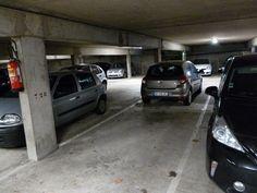 A louer  place de parking. Le 4 mai 2018.Place de parking couverte  située au premier sous sol.V photos. Une place couverte représente un grand avantage pour un véhicule que l'on souhaite préserver des intempéries ou que l'on souhaite avoir à disposition dans un lieu donné. Ouverture des portes à l'aide d'un badge.Elle est située à proximité  de la gare du RER A, station Noisy Champs.  L'autoroute A4 est accessible en 5 mn.