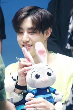 Yugyeom, Youngjae, Love Milo, Dong Yi, Mark 6, Got7 Mark Tuan, Jinyoung, Pop Group, Pikachu