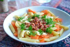 Pasta med ost, bacon og gulrøtter – Favorittmat for hele familien! Pasta Salad, Cobb Salad, Norwegian Food, Norwegian Recipes, Food Inspiration, Bacon, Ethnic Recipes, Crab Pasta Salad, Noodle Salads
