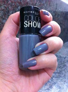 Amo esmalte cinza, esse é perfeito e ainda tem um leve brilho. 515 dazzling grey #maybelline