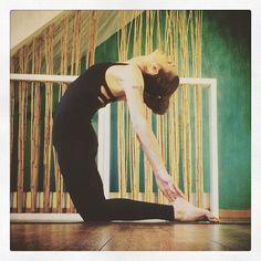 女性の悩みに多い慢性的な便秘や肩こり。そんな不調を解消するためおすすめしたいのがヨガの「ラクダのポーズ」です。全身のストレッチになるので、お疲れ女性には特におすすめ。ぜひ取り入れてみて! Do Exercise, Excercise, Healthy Beauty, Health And Beauty, Health Diet, Health Fitness, Health Care, Body Stretches, Yoga For Beginners
