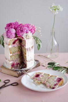 Coco e Baunilha: Bolo semi naked de cereja e papoila // Cherry poppy seed semi naked cake