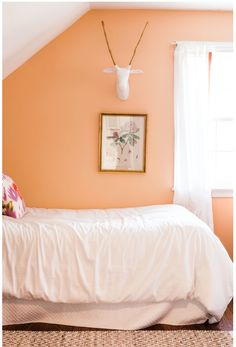 10 Magnificent Bedrooms Designs With Peach Walls Bedroom Are you interested in bedroom designs with peach walls? Peach walls are becoming very popular. 10 Magnificent Bedrooms Designs With Peach Walls P. Peach Bedroom, Bedroom Orange, Tangerine Bedroom, Peach Rooms, Master Bedroom, Bedroom Small, Bedroom Office, Trendy Bedroom, Orange Rooms