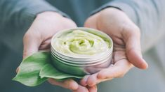 Najtańsze maści z apteki mogą okazać się prawdziwym lekiem dla Twojej skóry!