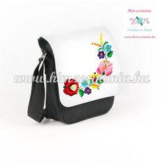 55c7573cd114 Kalocsai mintás hímzett fekete táska ... http://himzesmania.hu/