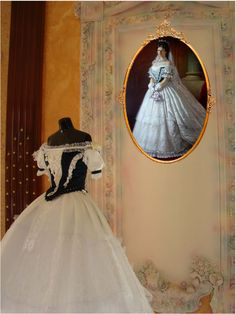 Vintage Dresses, Miniatures, Victorian, Fashion, Vintage Gowns, Moda, Fashion Styles, Vintage Dress, Fashion Illustrations