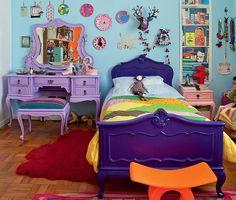 No quarto de Bertha, 8 anos, filha do designer Marcelo Rosenbaum, a memória familiar está nos móveis, todos repaginados. A penteadeira lilás era da bisavó da menina, avó de Rosenbaum
