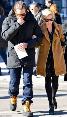 663da6713e5 Michelle Williams supported by Jake Gyllenhaal at Hoffman s funeral