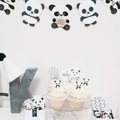 Kingston& Panda Party with Sugarcoated Events Panda Birthday Party, Panda Party, Bear Party, Diy Panda, Panda Love, Birthday Party Decorations, Party Themes, Party Ideas, Panda Decorations