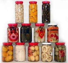 Conservas, como conservar fruta em calda  Veja mais em http://www.comofazer.org/culinaria/conservas-como-conservar-fruta/