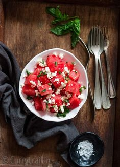 Watermelon feta salad with basil leaves served in white bowl Make Ahead Salads, Easy Salads, Summer Salads, Watermelon Feta Salad Recipes, Watermelon And Feta, Foil Potatoes On Grill, Frozen Yogurt Blueberries, Greek Salad Pasta, Grilled Peaches