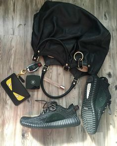 How I started my day this morning  #Gucci #fendi #mercedes #yeezyboost #chanel #makeup #viktorandrolf #flowerbomb #350boost #monster #wiw #trends #style #morning #ig #photo #glam #fashion #fashiondiaries #tgif #goodfriday #designer #labels #girly #sneakeraddict #shoeporn #shoegame #benz #spring by eclectic_vibez_