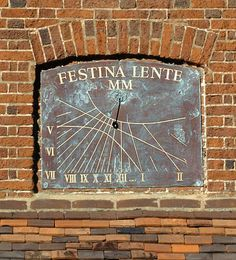 Vertical sundials: a hand crafted wall sundial in enamel, slate, stone or lead adds a touch of magic to your home or garden Festina Lente, Latin Mottos, Big Clocks, Wind Sculptures, Time Clock, Copper Wall, Sundial, Wooden Clock, Stargazing