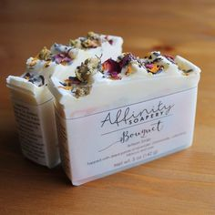 Bouquet // lightly scented floral soap, topped with dried petals of lavender, chamomile, hibiscus, r Diy Savon, Savon Soap, Soap Packing, Soap Labels, Homemade Soap Recipes, Goat Milk Soap, Cold Process Soap, Soap Molds, Home Made Soap