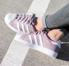 Adidas Superstar W Pink Shoes Design is very unique ideas, do not rigidly adhere to the traditional Adidas style, wear very comfortable. Women's Shoes, Shoe Boots, Shoes Sneakers, Adidas Superstar Rosas, Pretty Shoes, Cute Shoes, Best Nursing Shoes, Sneakers Fashion, Fashion Shoes