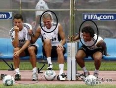 :O they´re so mean! Cristiano Ronaldo Quotes, Cristino Ronaldo, Ronaldo Football, Ronaldo Juventus, Best Football Team, Football Memes, Football Stuff, Fifa, Funny Soccer Memes