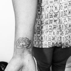 Artist: Hiasmyn L. Tatuagem masculina: alface. Male tattoo: Lettuce. Fineline, blackwork.