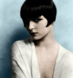 Louise Brooks American dancer and actress in silent movies and talkies of the & an icon of the flapper era, who popularized 'the bob' haircut. portrait at age 20 by Edward Thayer Monroe Louise Brooks, Cute Hairstyles For Short Hair, Vintage Hairstyles, Hairstyles With Bangs, Trendy Hairstyles, Hairstyle Images, Rookie Magazine, Life Magazine, Audrey Tautou