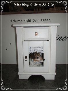 Shabby Schlafhaus für Hund oder Katze von Shabby Chic & Co. auf DaWanda.com