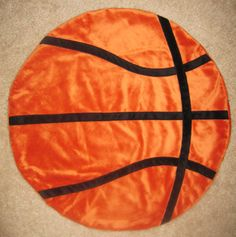 DIY basketball blanket tutorial...AHHH! Oh my gosh! Want one! Now!