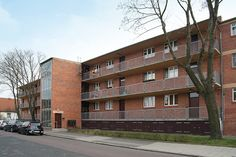 The School of Bauhaus / Houses with Balcony Access in Dessau. Architects: Hannes Meyer with the Bauhaus building department, Paper Architecture, Architecture Office, Bauhaus Building, House With Balcony, Bauhaus Art, Walter Gropius, Building Department, World Heritage Sites, Multi Story Building