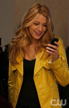 Yellow coat - Blake Lively