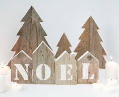 4 aufgearbeitete Holzhäuser mit der Aufschrift NOEL a stencil + 3 Tannenholzr … 4 reclaimed wood houses with inscription NOEL a stencil + 3 fir wood recovery with colored border Christmas decoration composed by the letters N-O-E-L written in stencil on 4 Christmas Wood Crafts, Pallet Christmas, Noel Christmas, Christmas Signs, Rustic Christmas, Christmas Projects, Handmade Christmas, Holiday Crafts, Country Crafts