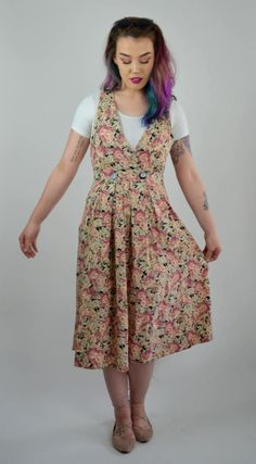 Sweet summer sundress! Done in a soft pink toned floral pattern. Soft flowy rayon material. Deep V-neckline, with a double button closure under the bust. Pockets at hips. Unlined.  SIZE: Small TAG: -- BRAND: -- Excellent Vintage Condition: ♥  Measurements: Bust: up to 35 Waist: 27 Hips: 40 Length: 44  Tailers Measurements; bust: 34.5 Waist: 27 Hips: 37.5 Height: 5 6  6F17FLORAL  *Any overpayment exceeding $4 USD will be refunded back to your account.  *All items are measured in US inches…