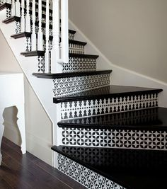 Stairs- love it with a mococcan style- tile