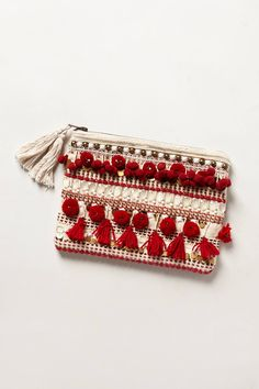 bags and purses + clutch + pom pom Diy Pochette, Diy Sac, Ethnic Bag, Boho Bags, Craft Bags, Fabric Bags, Knitted Bags, Handmade Bags, Small Bags