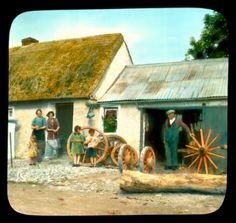This amazing collection of colourised photographs of Ireland sceneries was taken by an American photographer Branson DeCou Old Pictures, Old Photos, Vintage Photos, Cultural Crafts, Irish Culture, Irish Cottage, Digital Archives, Old Photography, Small Art