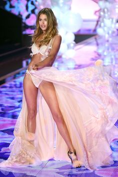 Doutzen Kroes - Victoria's Secret Fashion Show 2014 | Harper's Bazaar