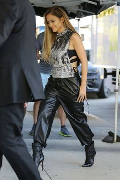 Jennifer Lopez Photos Photos - Celebrities arrive for the taping of 'American Idol' in Los Angeles, California on October 2, 2014. The hit singing competition reality TV show is currently filming it's 14th Season!<br /> <br /> Pictured: Jennifer Lopez - Celebs Arrive for 'American Idol'