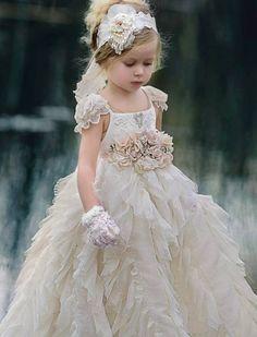 Fashion that I like and hope you enjoy. Gowns For Girls, Little Girl Dresses, Girls Dresses, Flower Girl Gown, Flower Girls, Robes Tutu, Kids Gown, Bridesmaid Dresses, Wedding Dresses