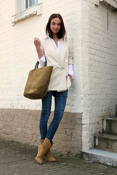 Blazer+jeans+cowboy boots= classic with an edge