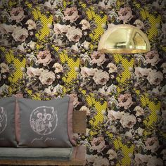 A joyous juxtaposition of handpainted roses and pop art motifs creates this thoroughly modern floral wallpaper. Its fresh modern colours. Modern Floral Wallpaper, Pop Art Wallpaper, Designer Wallpaper, Floral Wallpapers, Funky Design, Floral Design, Modern Colors, Elle Decor, Home Art