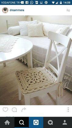 Inspiration in white - crochet chair cover. Crochet Motifs, Crochet Squares, Crochet Granny, Crochet Patterns, Love Crochet, Beautiful Crochet, Diy Crochet, Crochet Crafts, Diy Crafts