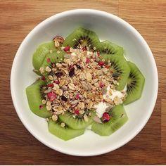 Mellommåltid: Kesam med smak av lime, granola og kiwi🥝🙌🏻